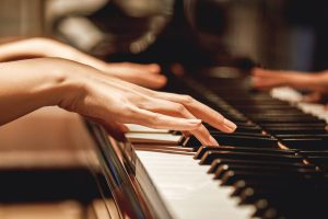 Apprenez à votre rythme à jouer vos musiques préférées au piano - Mazik